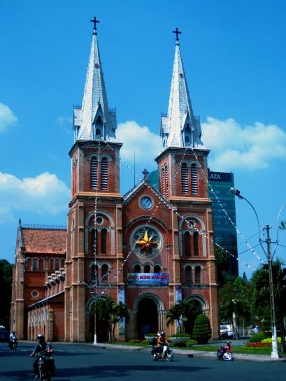 Nhà thờ Đức Bà (Notre Dame Cathedral)