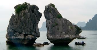 Trống Mái Islet