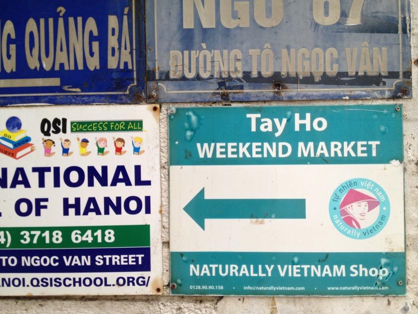 Tay Ho Weekend Market Sign