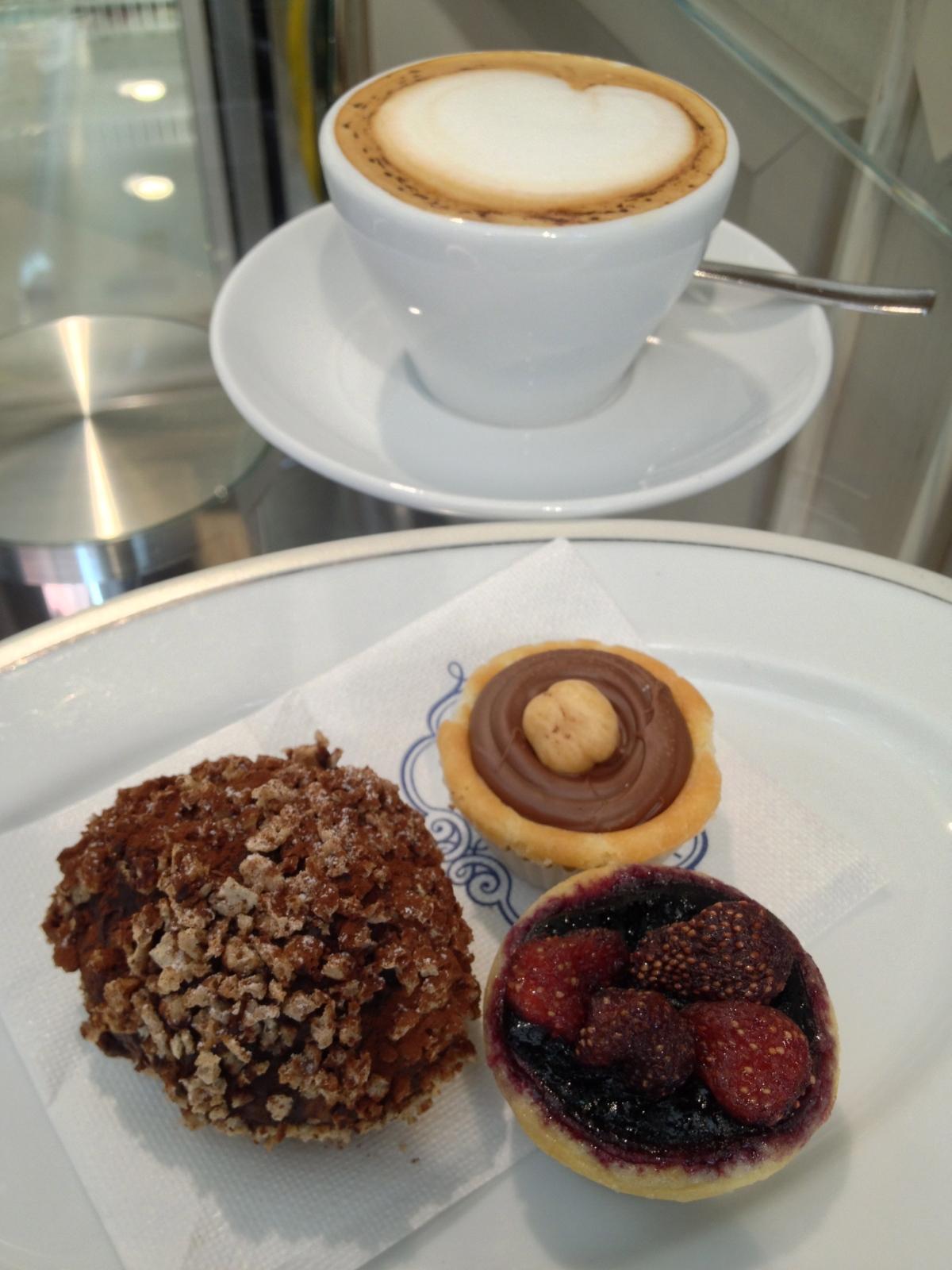 Cappuccino, Pastries